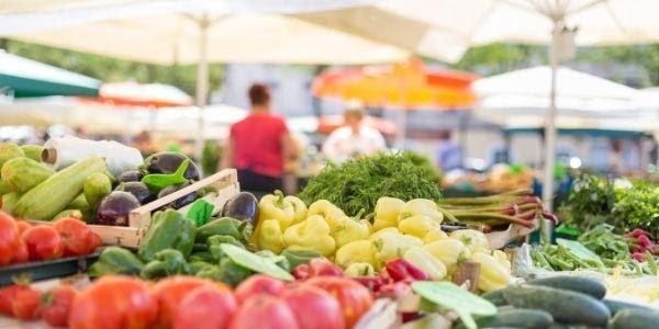 Tips for Setting up Your First Farmers' Market Booth